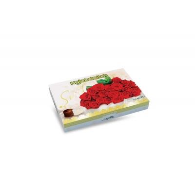 Фото упаковки конфет Hajabdollah из царской халвы в  белой и шоколадной глазури Розы Красные вид спереди