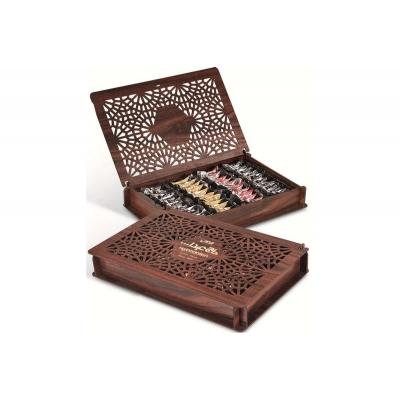 Фото подарочной деревянной шкатулки (открыта и закрыта - лежа) конфет Hajabdollah халва царская в шоколадной глазури со вкусами ванили, капучино, корицы 500 грамм