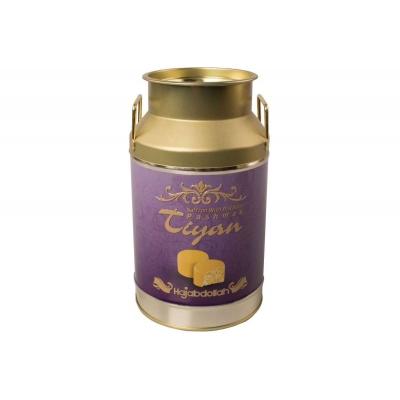Фото упаковки конфет Hajabdollah Тиянь Сиреневая из царской халвы в шафрановой глазури со вкусом шафрана и фисташек 300гр жестяной бидон
